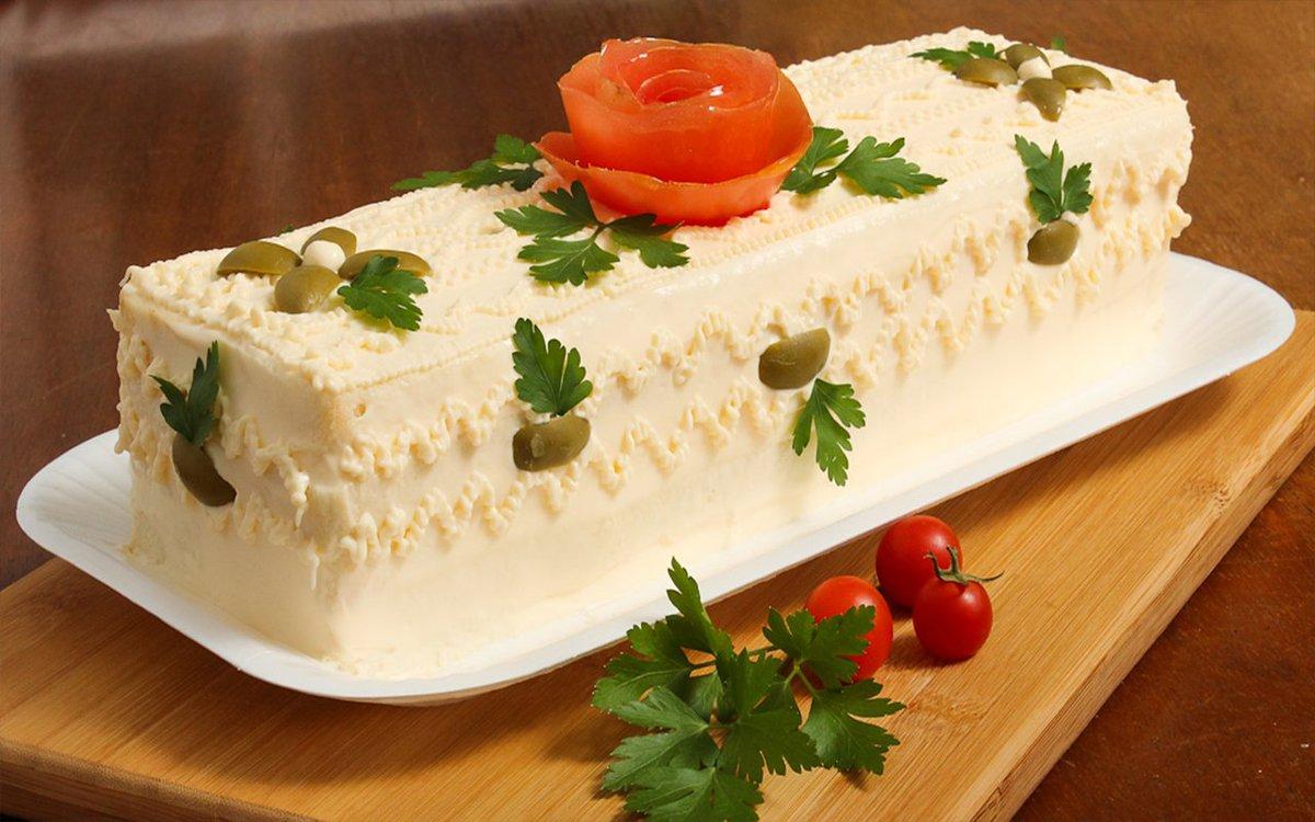 Torta Fredda al Pollo #amoidolci #cibobrasiliano #cibogenuino #cucinaconilcuore #dolcibrasiliani #dolcifattiincasa #maionese #mangiare #olive #pancare #pannetramezzino #pollo #pomodoro #prezzemolo #ricette #ricettebrasiliane #ricettebuone #saccapose #salu https://www.ricettebrasiliane.it/Ricette/torta-fredda-al-pollo/…
