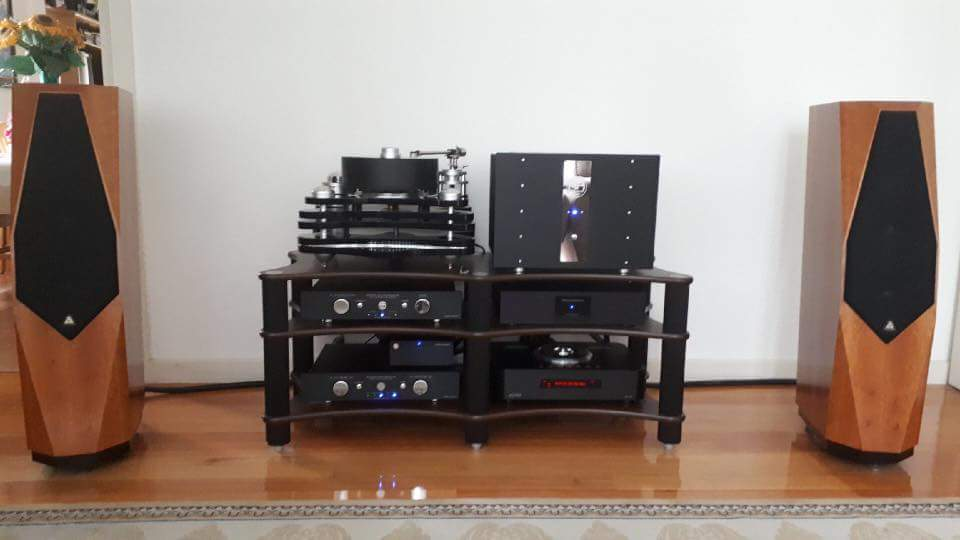 Gigawatt Power Conditioner GoldNote Bellagio Reference Turntable PuristAudioDesign Cable And SolidTech Rackspictwitter 5GwagL6nA2