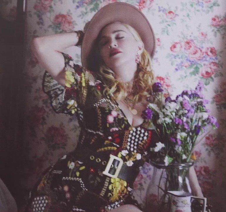 Madonna - Σελίδα 2 DjZQaT0U4AARqlH