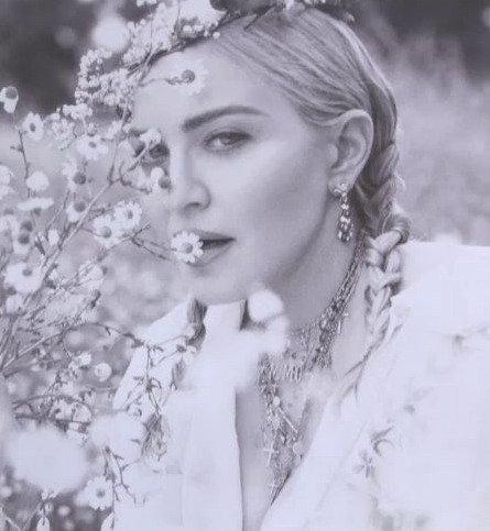Madonna - Σελίδα 2 DjZQiy0UUAAKqt3