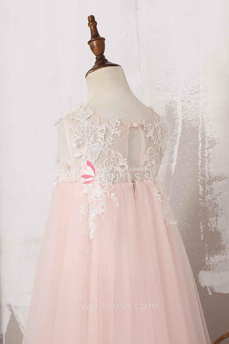 98d6dcfdb53 ... Get this look → https   bit.ly 2Aq0ACF  lunss  custommade  kidsfashion   lace  tulle  kidblogger  wedding  flowergirldress  childrenboutique   kidsstyle ...