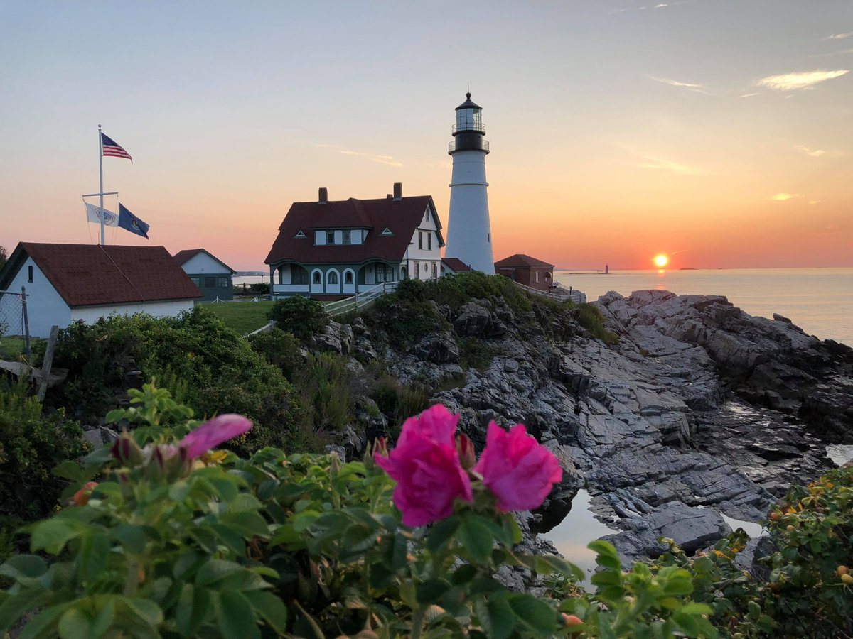 Today is #NationalLighthouseDay! Which Maine lighthouse is your favorite?   (📸: Russ Lunt)