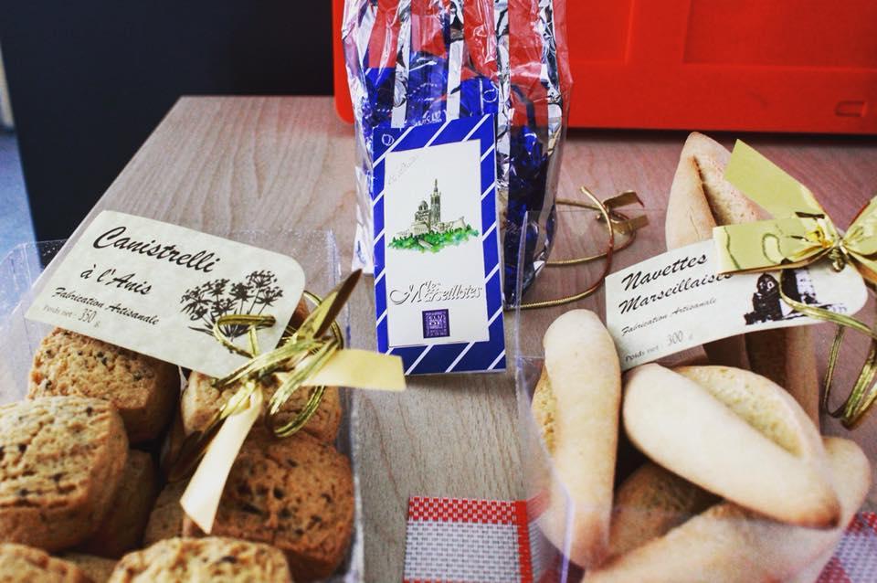 I regali estivi dei nostri #traduttori. Direttamente da #Marsiglia  #Summer #biscuits  #canistrelli #Navettes #translations #presents #estate  - Ukustom