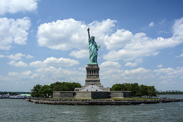 Most people know that the Statue of Liberty is in New York. Did you know that Liberty Island, while part of New York, is actually surrounded by the waters of the state of New Jersey? #USFunFact