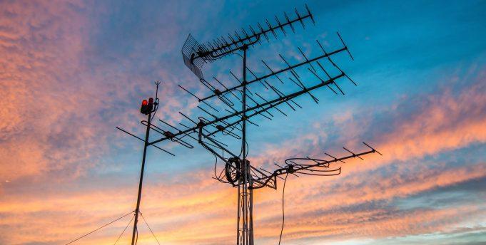 31 липня – початок вимкнення аналогової технології телевізійного мовлення