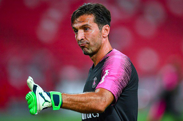 I spent 9 days in Singapore. It was an interesting and entertaining pre-season tour. That's why I tried to recap what happened so far, and to give you some insight on my world in the process. Full story on the App 👉🏻buffon.playerxp.it/download #PSGAsiaTour