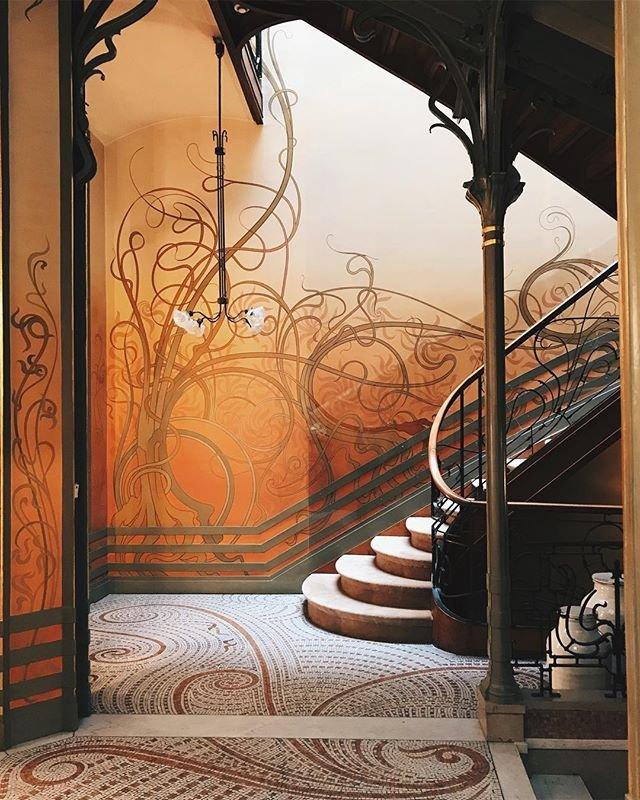 A masterpiece behind closed doors.   @whereisthisspot  #visitbrussels #bxlessentiel #maisonsaintcyr  #squareambiorix  #artnouveau #artnouveaustyle #instaartnouveau #bruxelles #brussels #artnouveaubxl #victorhorta #architecture #architect #architecturelovers<br>http://pic.twitter.com/ZRpB7SlLvh