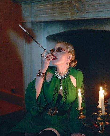 Madonna - Σελίδα 2 DjbulHIVAAEm6-l