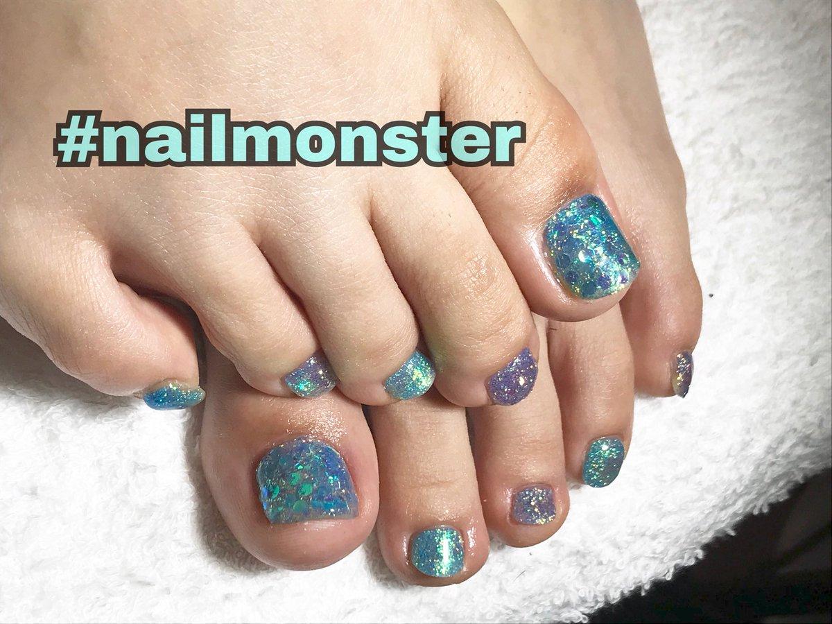 ご覧くださりありがとうございますo(_ _)o ペコリキラキラフット♡ 水色と青のラメで涼しい足元に♡ いつもありがとうございます♡ キラキラネイル  フットネイル 夏