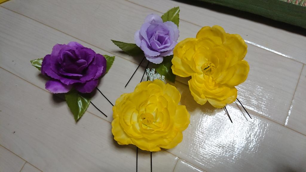 test ツイッターメディア - #ダイソー #夏祭り 夏祭りに向けて、髪飾り作ってみた! 造花と、U字ピンで10分ほどで、チョチョイのチョイw 妹と自分用に。  妹も気に入ってくれたようです?? まさか、自分がこんなお花をつけて、浴衣デートする日がくるとは???? https://t.co/T3eWkgyyQh