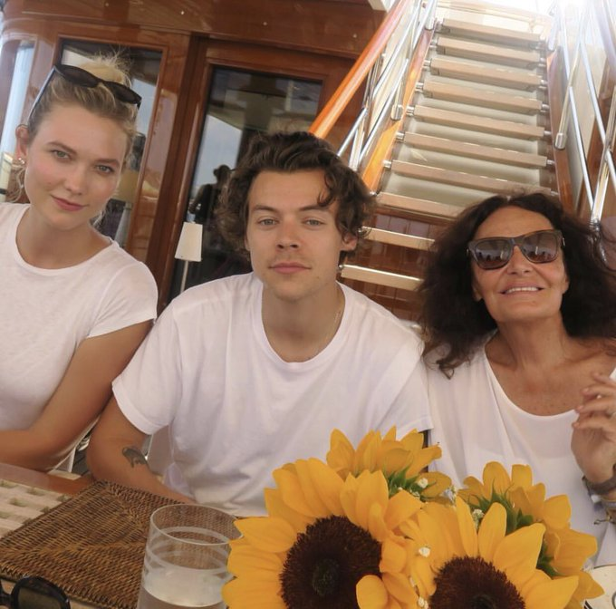 Also harry was hanging out with karlie kloss and dvf recently.. well HAPPY FUCKING BIRTHDAY TO ME