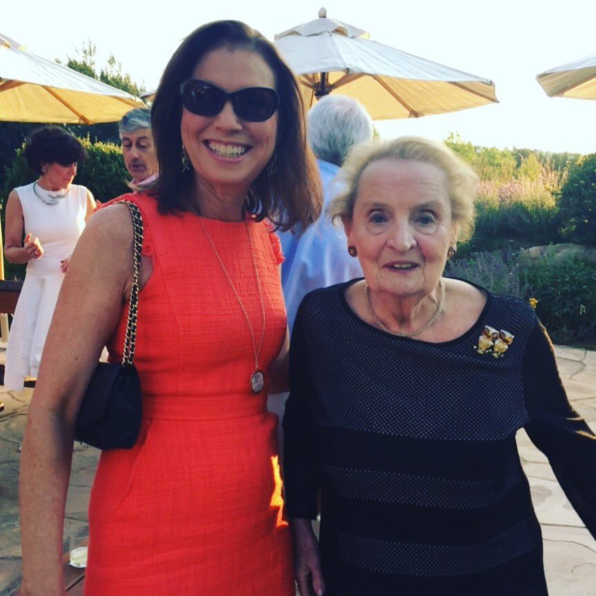 "Dinner with Madam Secretary... Love that her pin is of owls, ""for wisdom"" #aspen #knightcommission #madeleinealbright #readmypins https://t.co/U4ALuHDz7G"