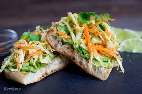RECIPE: Avocado Toast with Spicy Cabbage Slaw #NationalAvocadoDay - https://t.co/pQ9kf14XAR https://t.co/7lSTKL3wRo