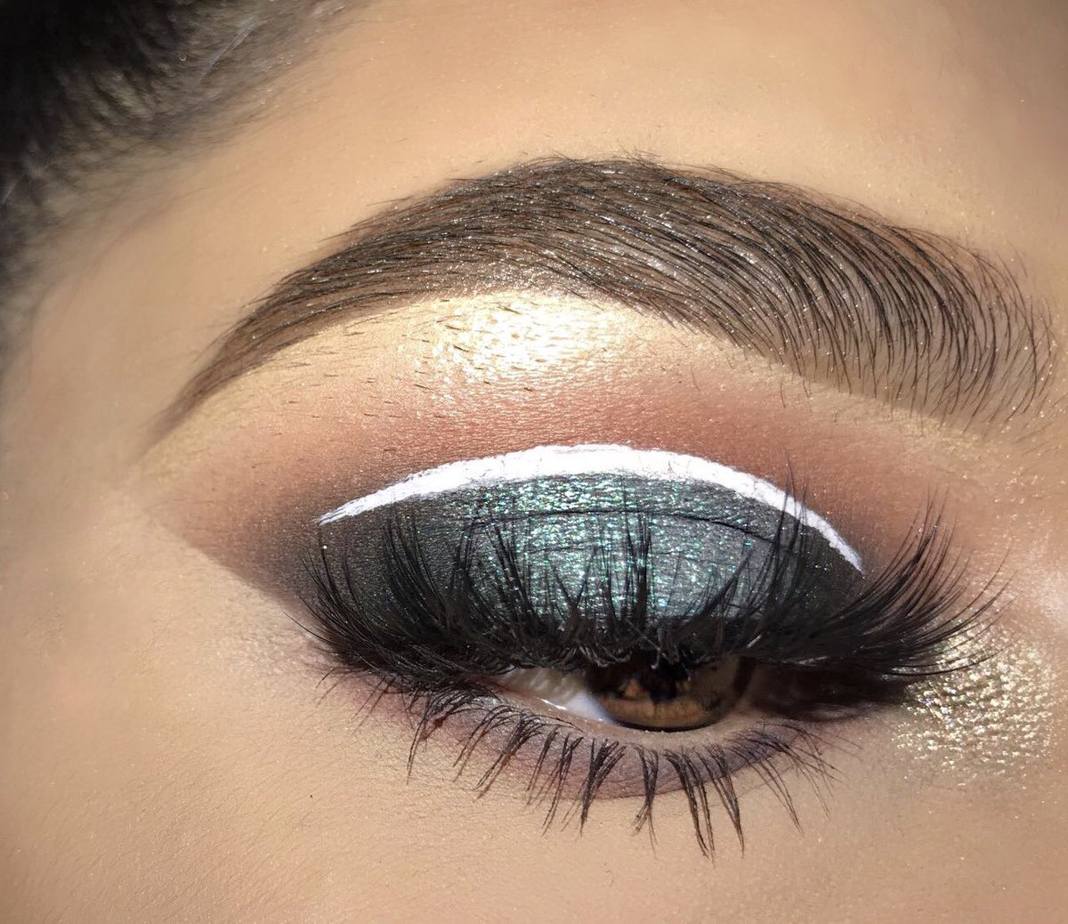 232c72d347c ... Dip Brow in Medium Brown - Lashes: @lashdreams Sweetheart White liner:  @NyxCosmetics #doseofcolors  #iluvsarahiixdoseofcolorspic.twitter.com/1I8QfcPWR6