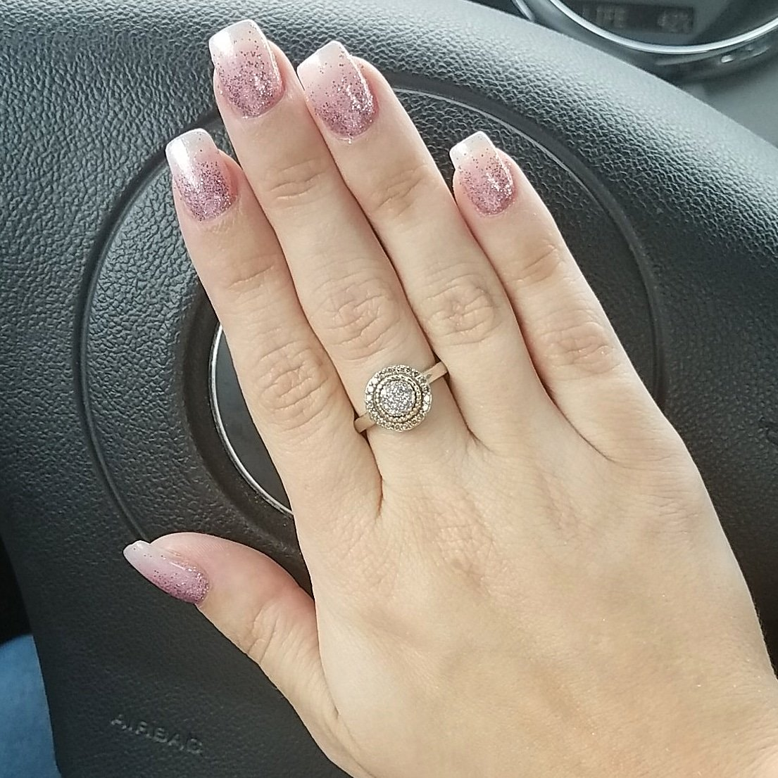 Nails inspired by @Chrishell7 #IvyNails Sometimes you have to remember to #Sparkle Loves. pic.twitter.com/dImk8OOkWl