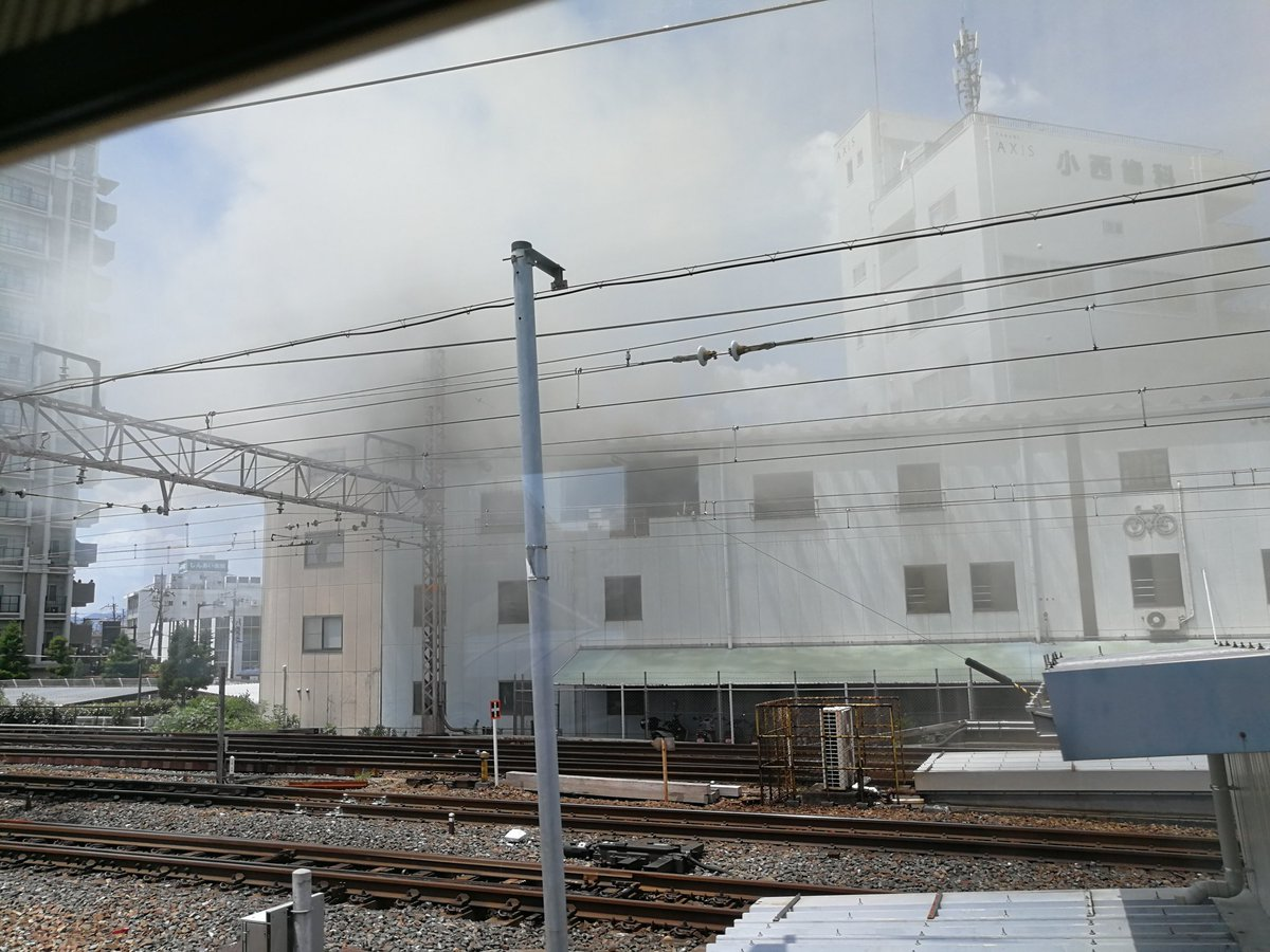 高槻駅付近で沿線火災の現場の画像