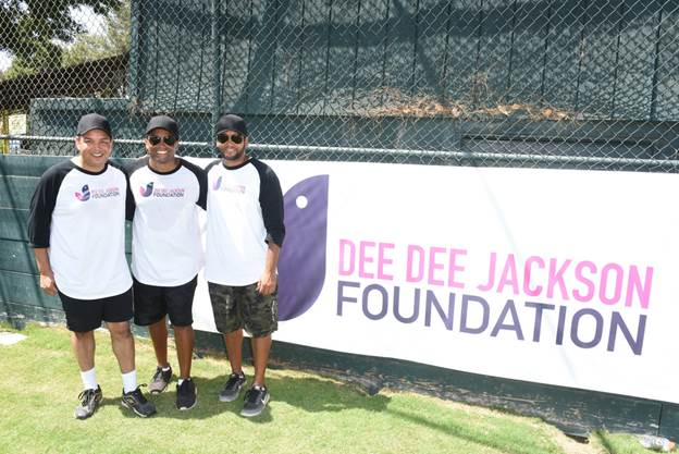 Softball for a Cause With The Jacksons'. dlvr.it/QdWxvT