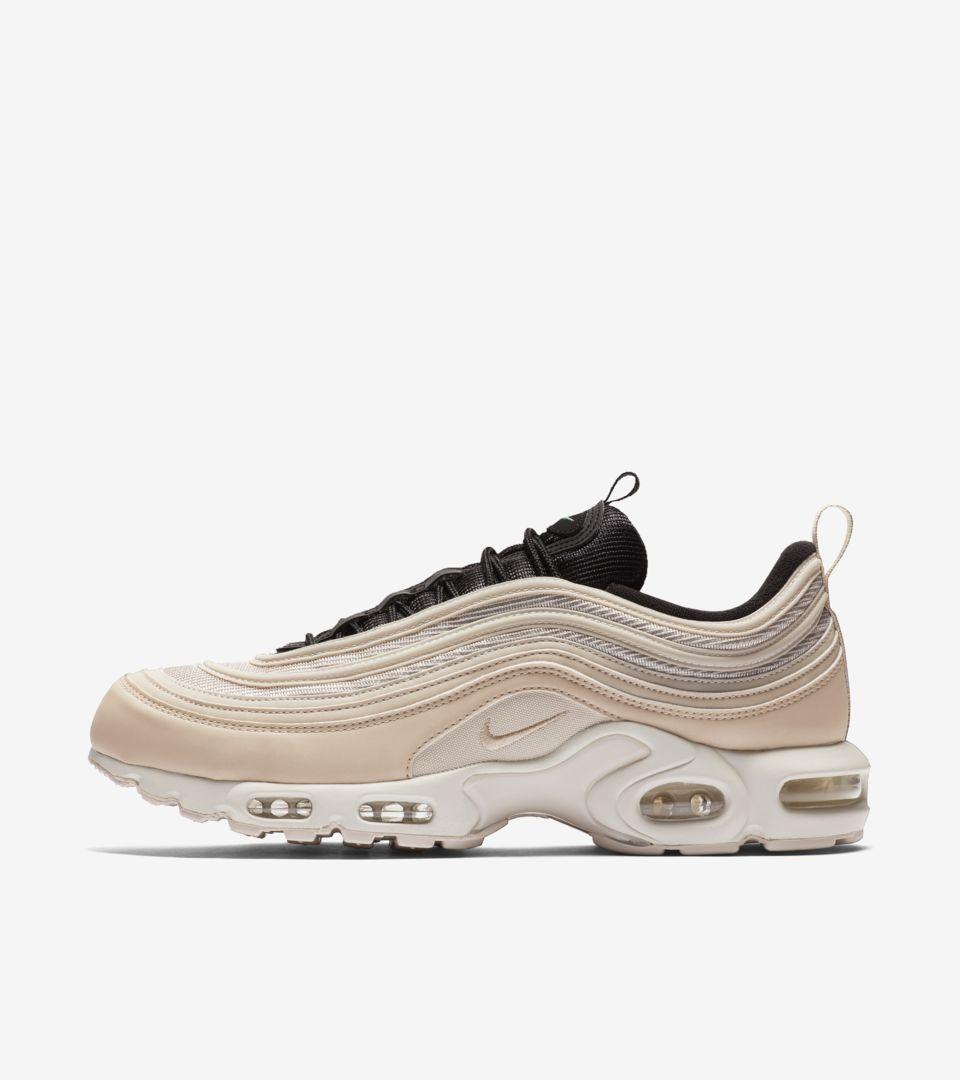 buy online a334a d2471 SneakerDealsUSA on Twitter