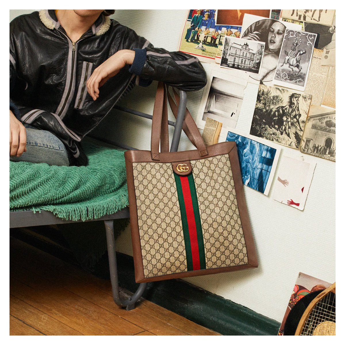 1454d669498 ... with a special tool that designs and visualizes a personalized tote  using a distinctive Gucci alphabet.  AlessandroMichele pic.twitter.com MmGfondNSj