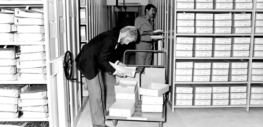 Ever wonder what an archivist does all day?  One of our archivists gives you a lowdown on the job! Read her story → https://t.co/nDnQ0V3LM8 #Archive30 #EUarchives https://t.co/lPFY66b5vi