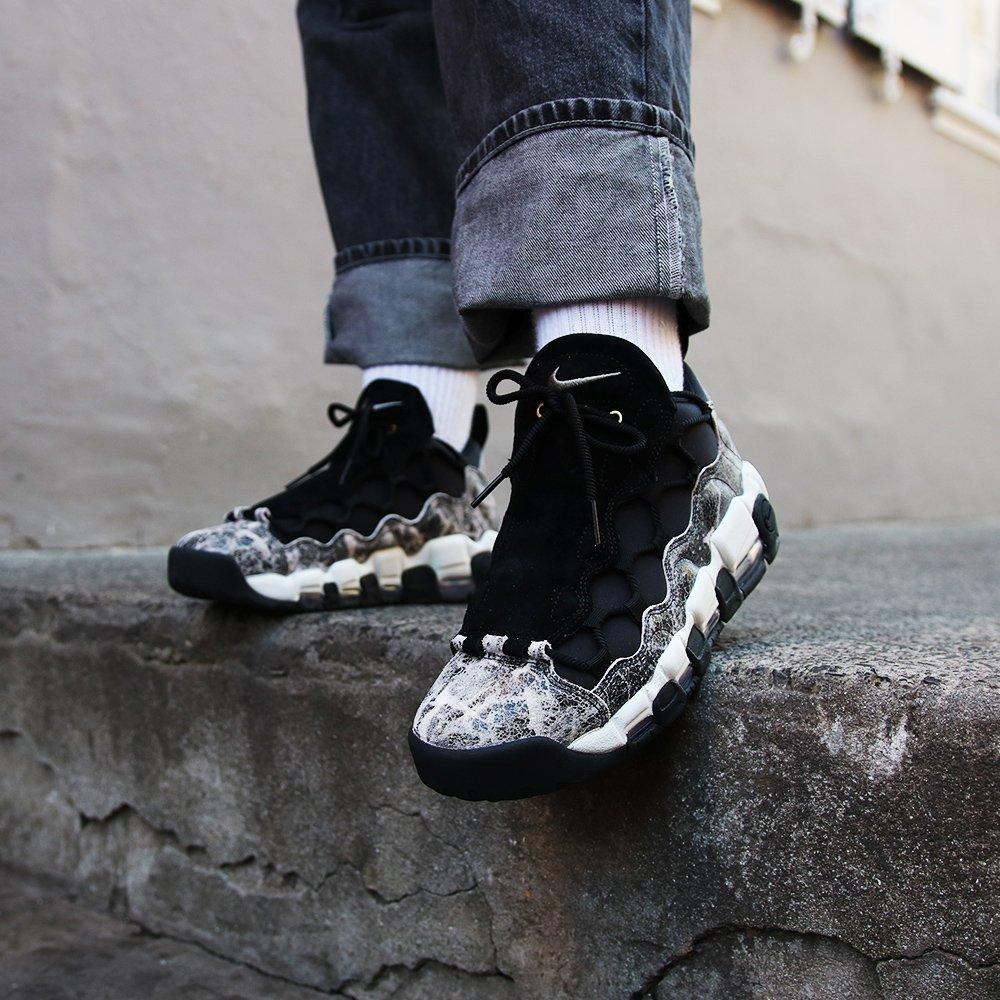 70da853ea5bac7 Nike WMNS Air More Money LX - Black Summit White Shop now   http   bit.ly 2KjNpmD pic.twitter.com ZAqNeDkjlY