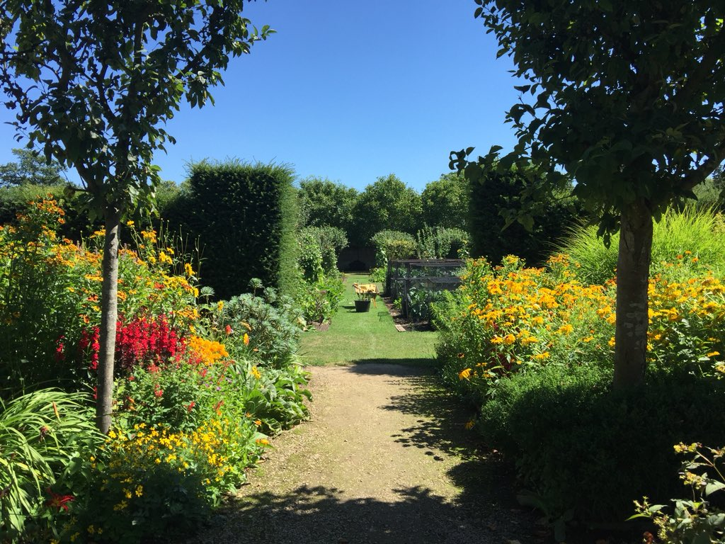 Such a treat to meet one of our brides this morning- first time view of the beautiful Walled Garden in high summer @Loseleyevents #loseleypark #summergarden #weddingvenue #walledgarden #happyday #weddingday