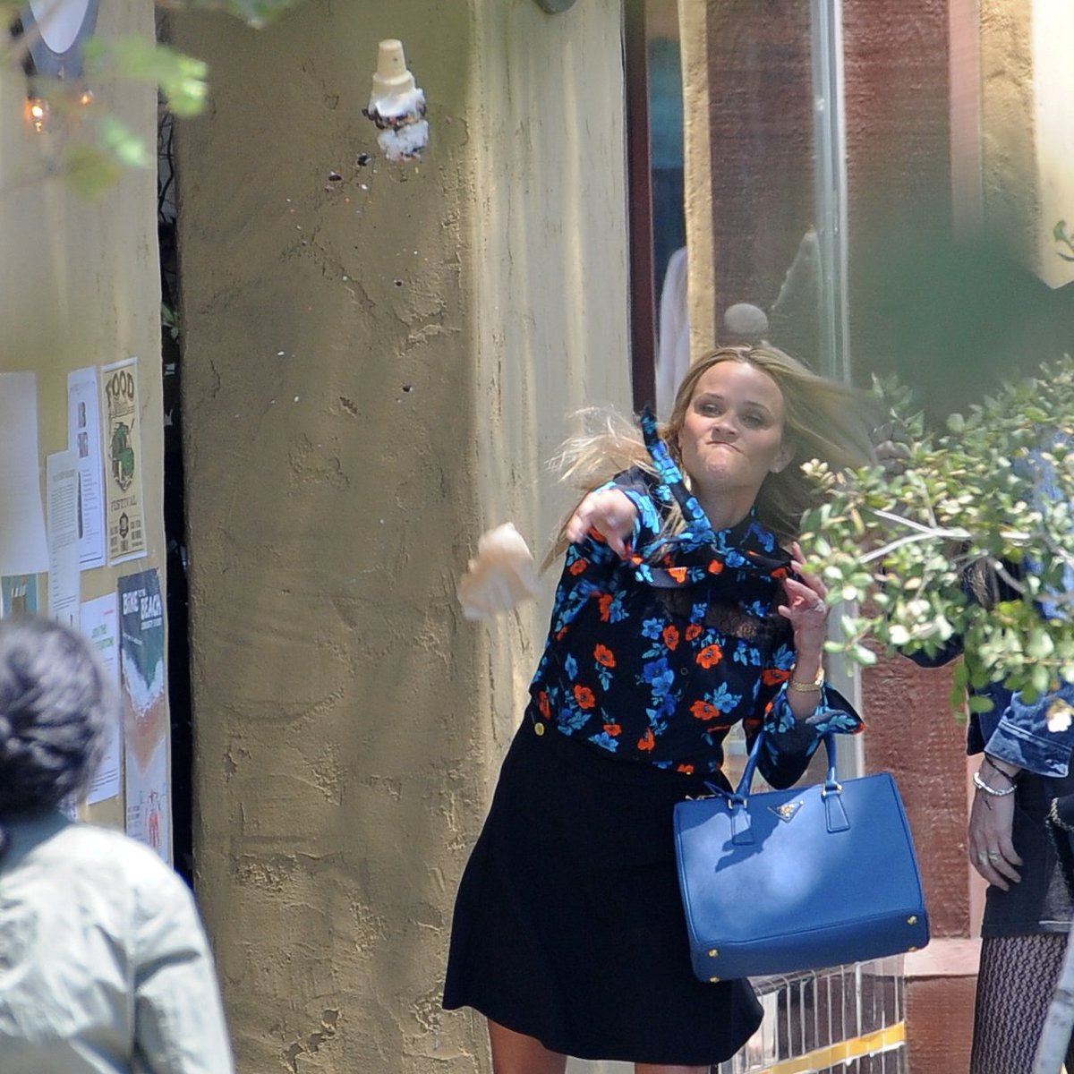 images Reese Witherspoon Throwing Ice Cream at Meryl Streep Is Now the Perfect Meme
