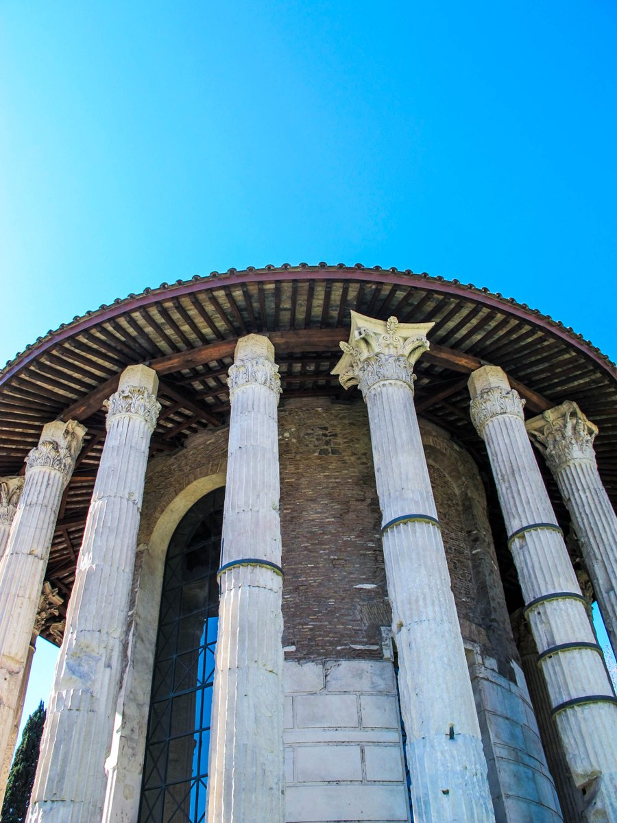 Known as the temple of Vesta, just because circular like the one in the Roman Forum, it was most probably dedicated to Hercules Victor (Hercules the Winner or Hercules Olivarius) at the end of II century BC and restored largely under Tiberius.   #6agosto @_MiBAC<br>http://pic.twitter.com/T9Mo3JFqjN