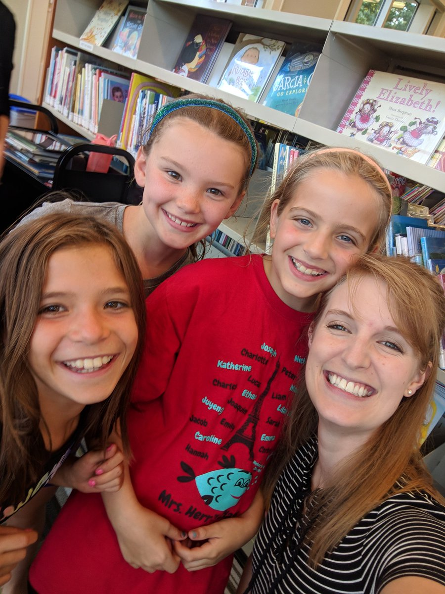 Selfie time at the Westover <a target='_blank' href='http://twitter.com/ArlingtonVALib'>@ArlingtonVALib</a> for <a target='_blank' href='http://twitter.com/APSMcKCardinals'>@APSMcKCardinals</a> library night! <a target='_blank' href='http://search.twitter.com/search?q=SummerReading'><a target='_blank' href='https://twitter.com/hashtag/SummerReading?src=hash'>#SummerReading</a></a> <a target='_blank' href='https://t.co/H8jtPZIsg1'>https://t.co/H8jtPZIsg1</a>