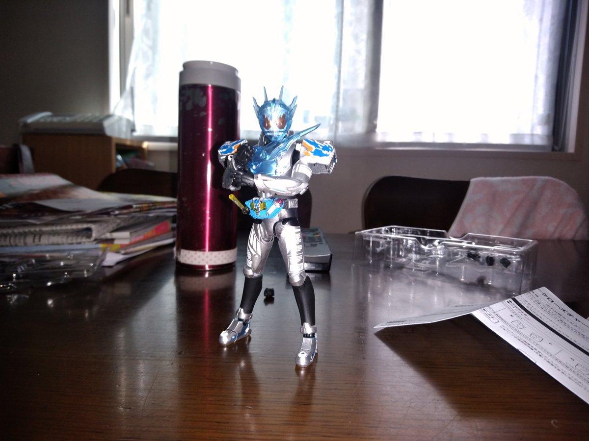 S.H.フィギュアーツ 仮面ライダービルド クローズチャージに関する画像2