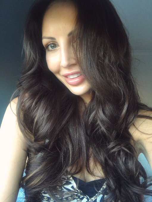 Thanks for the comments on the darker hair guys 😊xxx https://t.co/1lPHS0o0GY