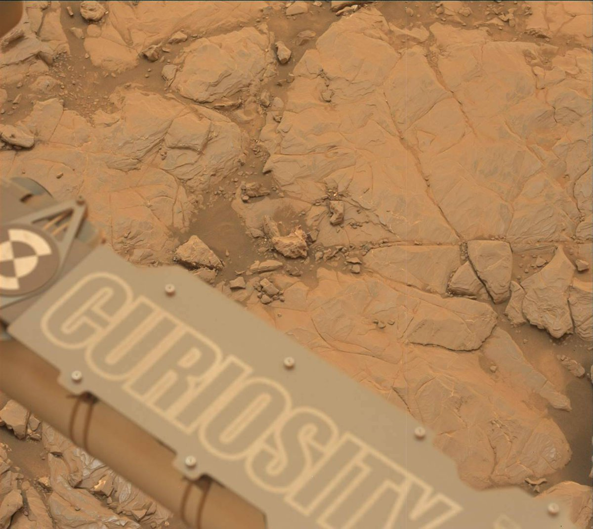 I touched down on #Mars six years ago. Celebrating my 6th landing anniversary with the traditional gift of iron… oxide. (It puts the red in Red Planet.) https://t.co/AgssRU46yh