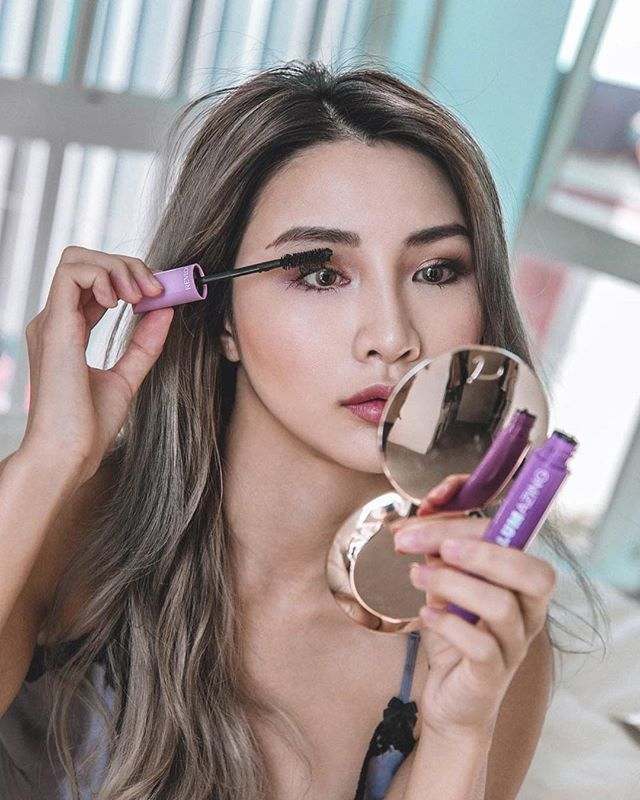 Go big or go home...when talking about eyelashes that's definitely how to be. @revlon volumazing mascara turns up the vavoom giving me evenly fanned out, full, and plumped lashes. #revlon #volumazing #lashloudly #liveboldly #ad https://t.co/1zAbv90uvL