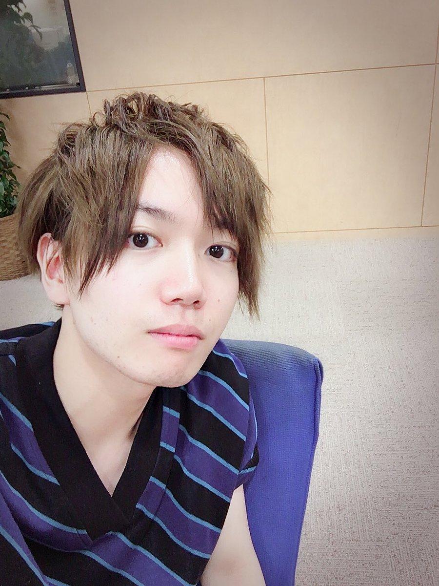 放送でも話しましたが、SparQlewの保住有哉くん @yuya_hozumi と一緒に美容院で髪染めた〜 久しぶりのブリーチ、テンション上がる…!! 保住がめっちゃ褒めてくれたのでウキウキでドラマ撮影頑張れる!色々一緒に挑戦しましょ〜 ありがとー!