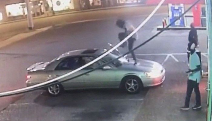 'I'm gay, I'm just not interested.' Man shatters woman's windshield after she rebuffs his advances  https://t.co/slGu5erCV2