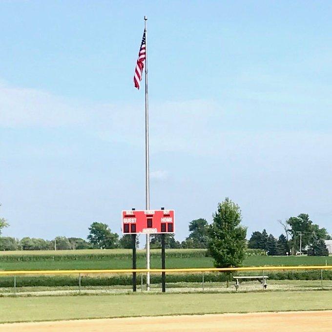 Big #Flags #Flagpoles #Baseball in #America @Minooka, Il #Stone City #Softball. https://t.co/QJ7yXb7bnr https://t.co/AaO8X6kvuT