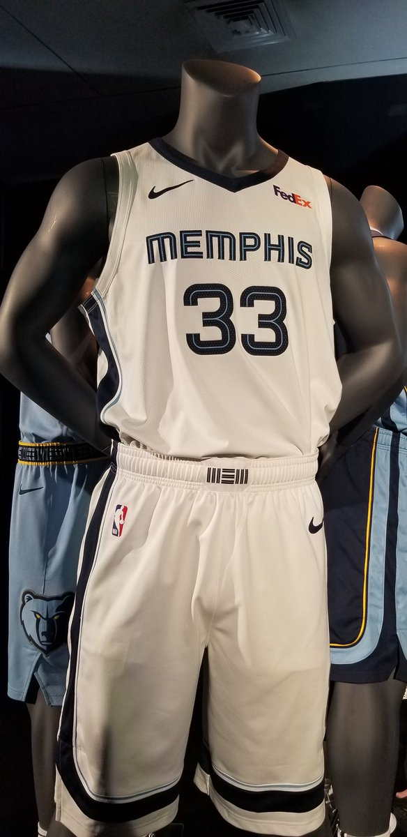 The new Grizzlies uniforms look kinda dope. Colors pop out a bit more.pic. twitter.com l3XaKjq9yo 7766f3f24
