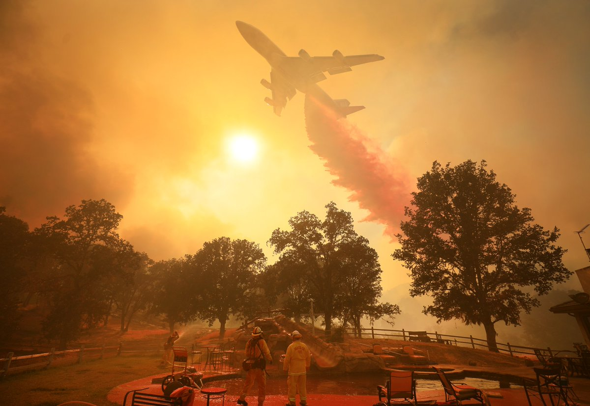 Mendocino Fire Complex explodes in size, now 2nd largest fire in history of California DjpjiX_UwAADXl-