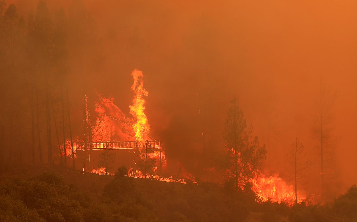 Mendocino Fire Complex explodes in size, now 2nd largest fire in history of California DjpjrogU0AAgeWW