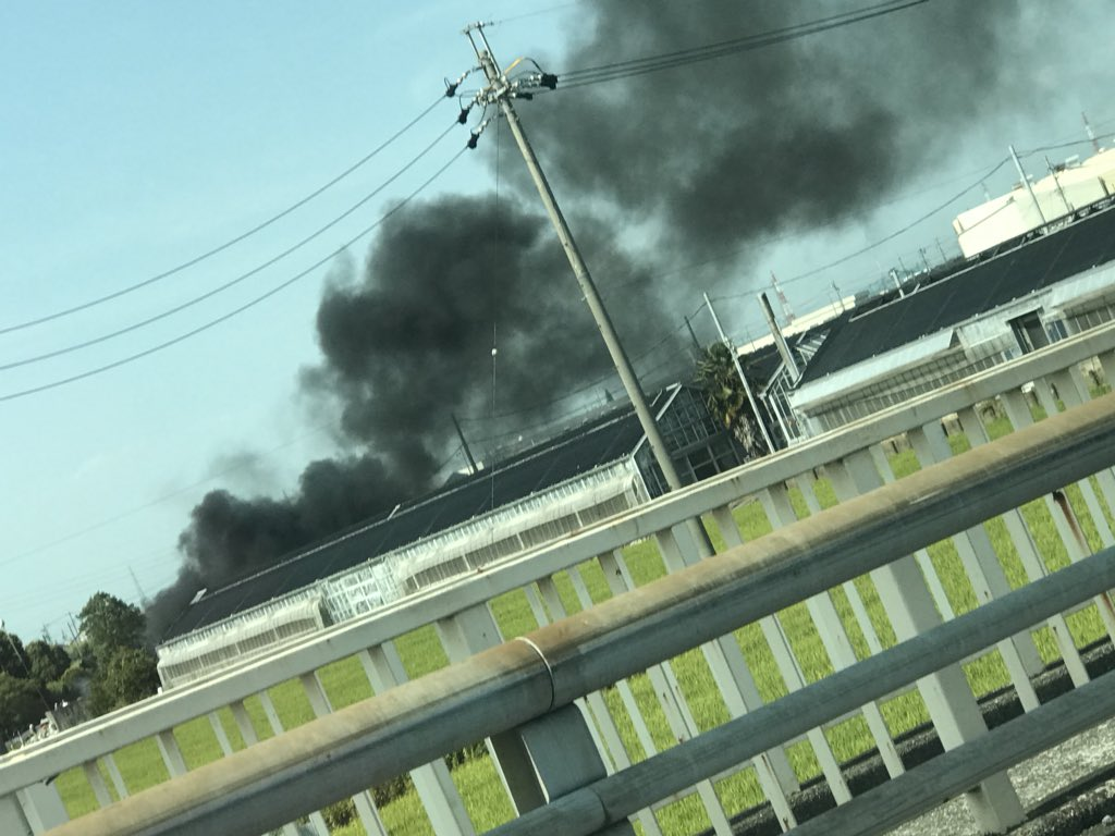 海部郡蟹江町で大規模火災の現場の画像