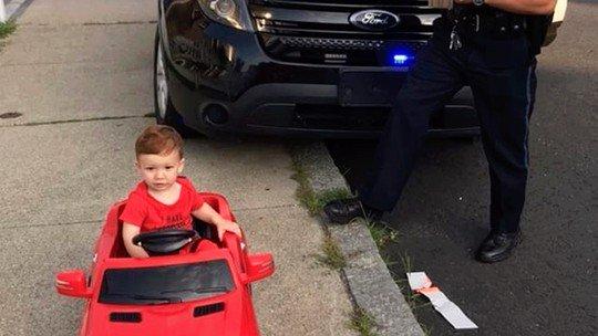 Menino de 1 ano é 'detido' por dirigir sem carteira nos EUA https://t.co/r6WBzUHDTn #PlanetaBizarro #G1