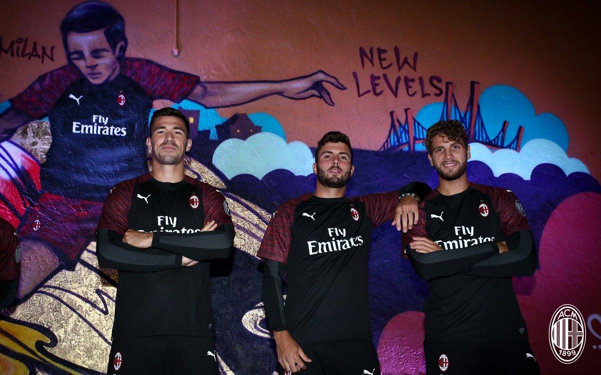 info for d6a2f 97b14 AC Milan on Twitter: