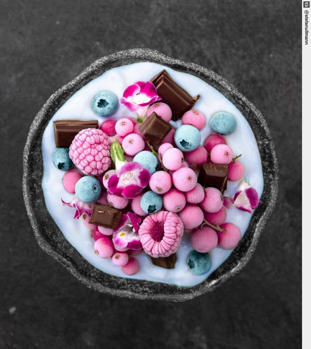 BLUE SMOOTHIE BERRY BOWL 💕✨ •••••••••••••••••• #holzkirchen #style #veggie #vegan #food #yummy https://t.co/0j5f6z8zh4