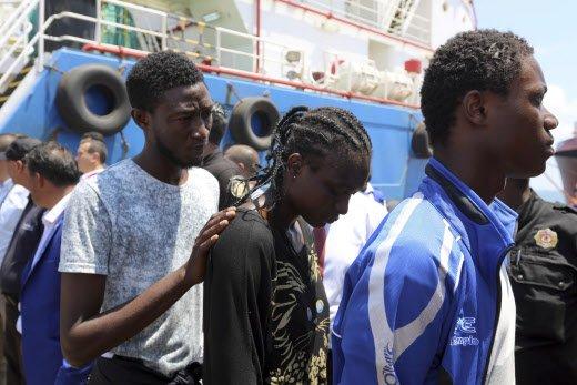 La Tunisie va expulser les 40 migrants qu'elle vient de secourir >> https://t.co/Dpac5ZQqhD