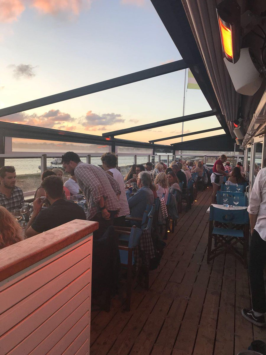 Spend the evening at #mudefordspit   beach house cafe   live music every Tuesday & Saturday evening  stone baked pizzas  signature cocktails  daily seafood specials  open all day til late  dog friendly  late ferry to Mudeford on Tuesdays, Fridays & Saturdays <br>http://pic.twitter.com/pOKw0FkYgl
