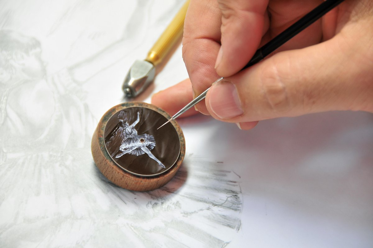 Witness incredible skills of artisans working in the luxury sector in the exhibit Discovery and Rediscovery: 20 special techniques inspired by the list of @metiersdart as enamelling by @Vacheron1755 #HomoFaber2018 14-30 September, #Venice @FondazioneGCini homofaberevent.com/pressroom/disc…