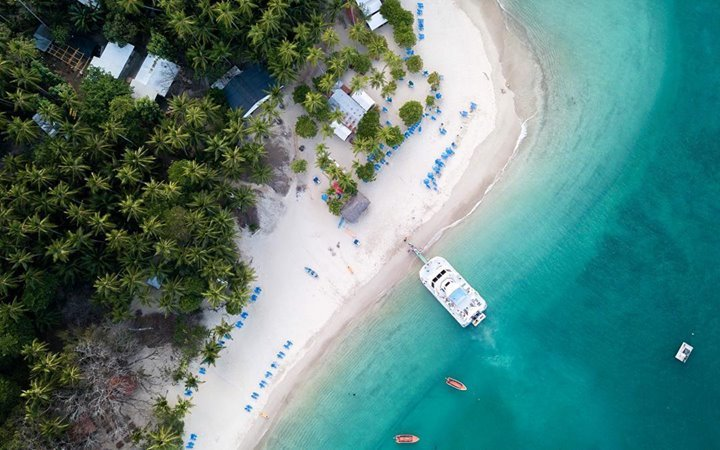 Friday got us feeling like we should also dock at this beautiful island for a tropical getaway! #TGIF 📸 @agq_photography The peaceful Tortuga Islands is beckoning! ➡️ bit.ly/2Ku9z5s