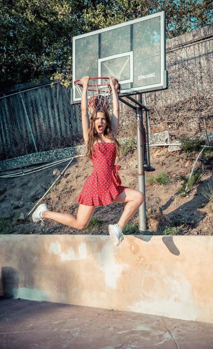 Amanda Cerny  - She had dunk twitter @AmandaCerny