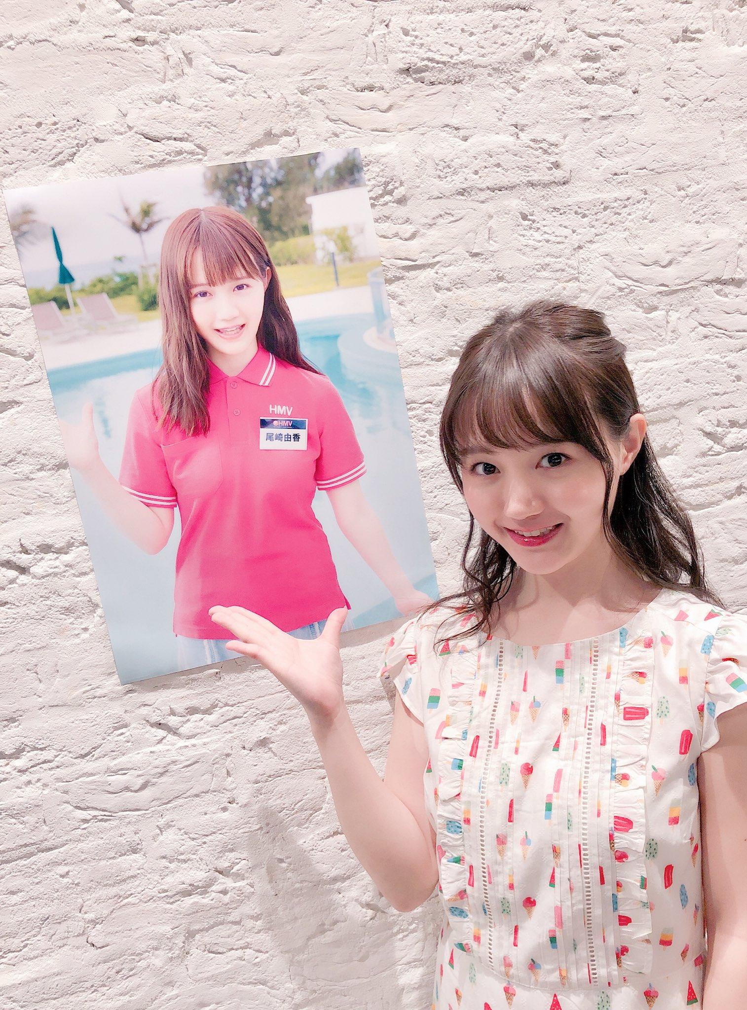 オリジナルポスターと尾崎由香さん
