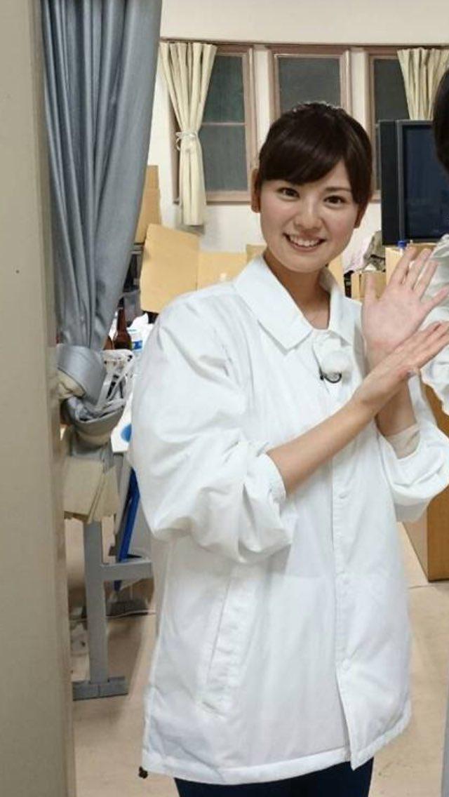 曽田麻衣子白い衣装でハイポーズ!